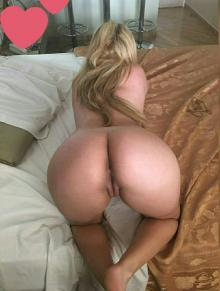 RUBIA MUY CALIENTE