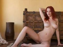 REDHEAD WOMAN LOOKING FOR GENTLEMEN